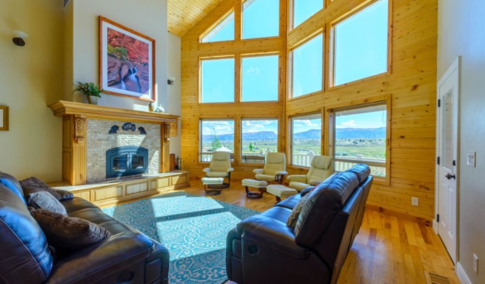 Grand View Lodge living area