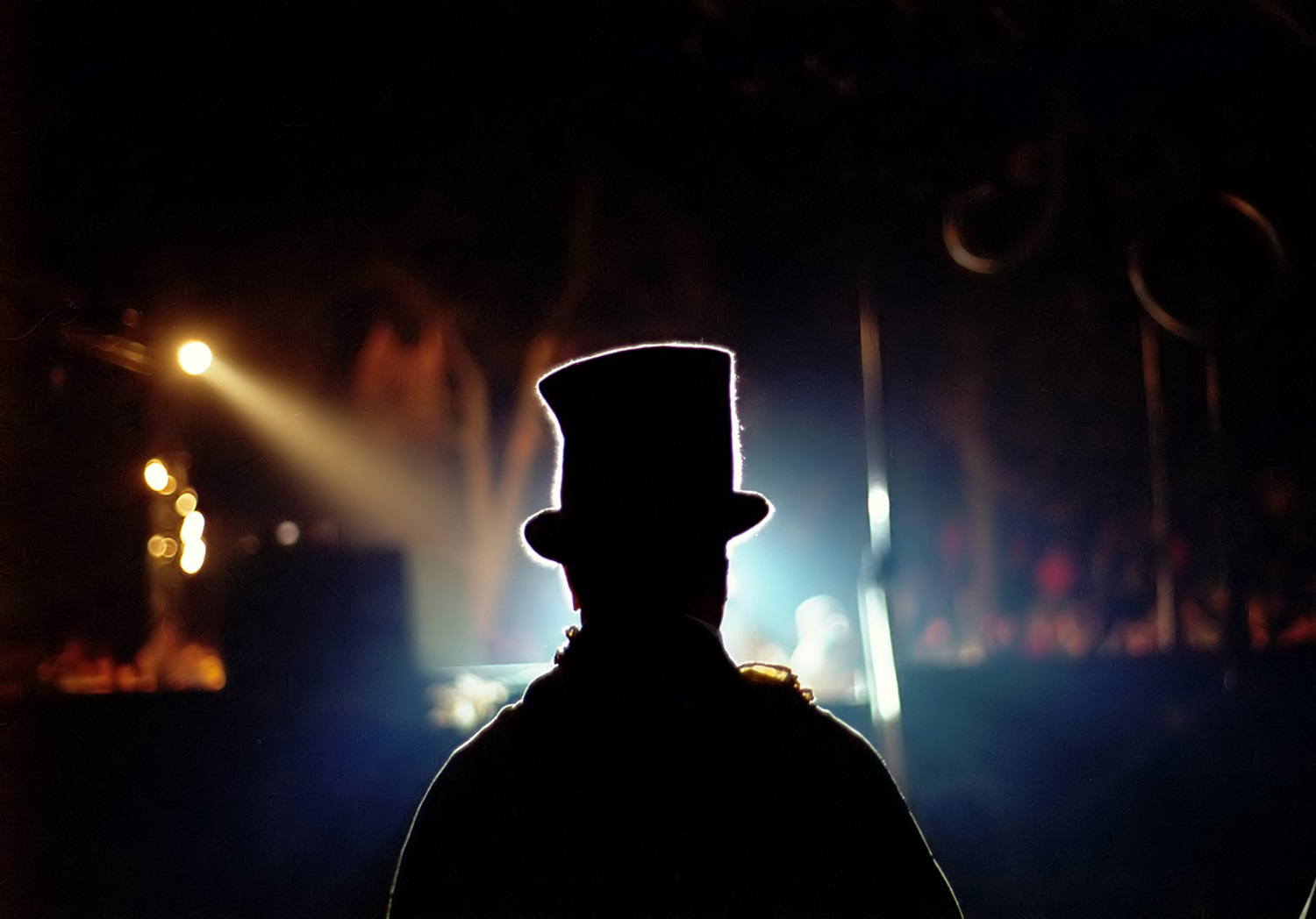 a man with a top hat on in front of a crowd