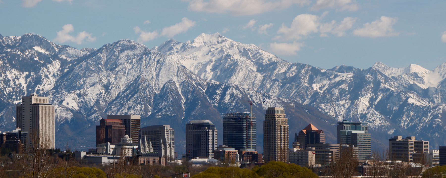 the skyline of Salt Lake City with mountains in the background